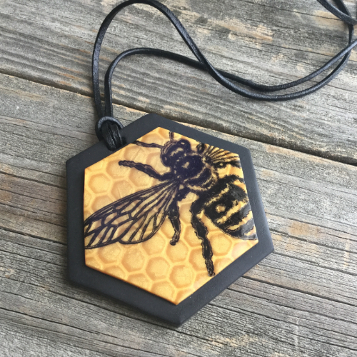Mica Shift Bee Necklace